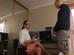 En boyfrend går til en krem klinikk i Storbritannia