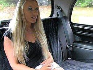 Blonde turist med store pupper betaler seg
