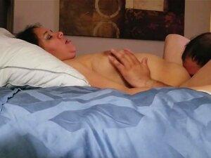 Brystvorte klitoris hårete fitte licking orgasming meksikanske kone, slikker min meksikanske kones hårete fitte klitoris brystvorter en intens orgasme. Så jævla henne hardt i flere posisjoner. Hun bar meg ut!