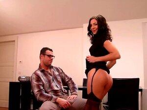 Eksotiske pornstar Rachel Evans i kåt brasiliansk, undertøy voksen video, Sexy brunette MILF, Rachel Evans, iført noen høye hæler og lår høye strømper, blir det på med en godt utrustet mann som gir ham en blowjob før han papirstopp hans store kuk i hennes