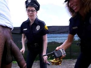 To booty kvinnelige politi få rota