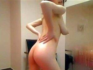 Sexy babe med store blek rosa areolas og store brystvorter-4xcams.com