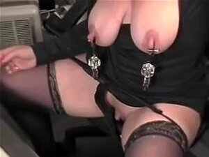 store brystvortene og klitoris, moden kvinne har en stor brystvorter og et monster klitoris. Hun bruker en stor dildo i hennes fitte. Flere amatører