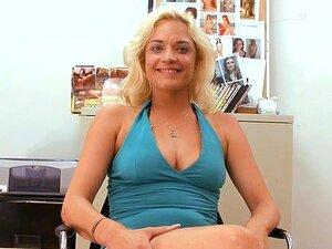 Glatte våte oral sex, Slem skjønnhet er sjarmerende stud er pecker med oral sex